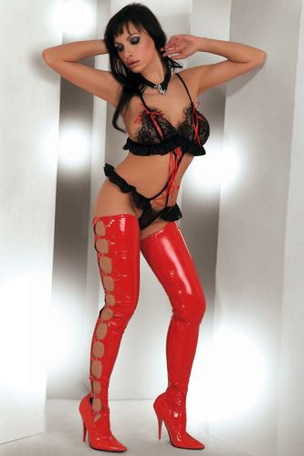 Stringbody Tinashe in Schwarz-Rot