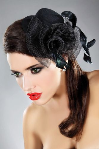 Raffinierter Fascinator M27 in Schwarz