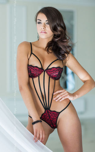 Stringbody Darby in Schwarz / Rot